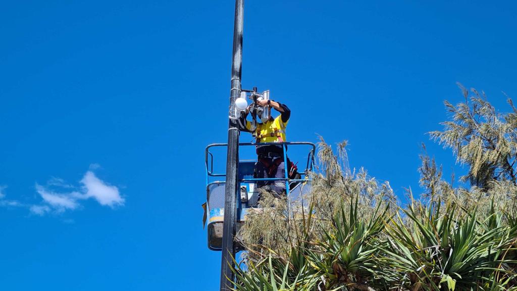 VostroNet deploys outdoor public wi-fi to light poles throughout the Kings Beach precinct.